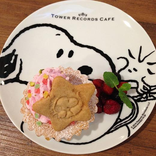 tower record cafe snoopy 01